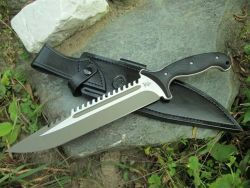 Todd Begg Razor Back sawtooth knife (Photo: Nephilim killer - BritishBlades)